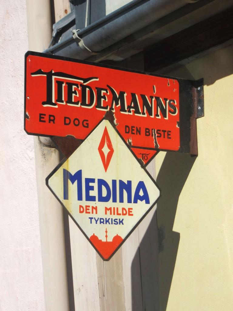 Tiedemanns tobakk skilt
